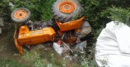 Traktör 3 metre yükseklikten bahçeye uçtu: 5 yaralı