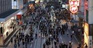 Hong Kong'da binlerce kişi yeniden sokaklarda