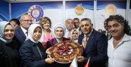 Emine Erdoğan'a kayısı hediye edildi