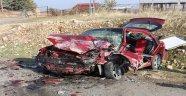 Otomobiller çarpıştı: 1'i ağır 3 yaralı
