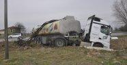 Yoldan çıkan tanker elektrik direğine çarptı: 1 yaralı