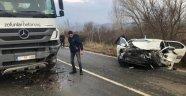 Otomobil ile beton mikseri kafa kafaya çarpıştı: 4 yaralı