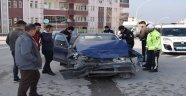 Minibüs ile otomobil çarpıştı: 4 yaralı
