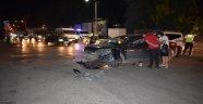 Kavşakta 2 otomobil çarpıştı: 1 yaralı