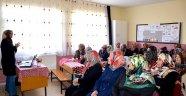 Aileye yönelik bireysel danışmanlık ve seminerler düzenleniyor