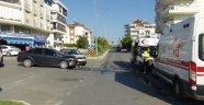 Antalya'da iki otomobil çarpıştı: 2 yaralı