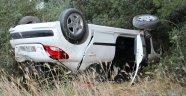 Antalya'da otomobil şarampole yuvarlandı: 3 yaralı