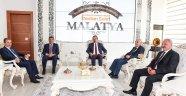 Başkan Gürkan esnafları makamında ağırladı