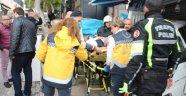 Bodrum'da kamyonet hediyelik eşya dükkanına daldı: 1 yaralı