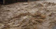 Cizre'de araç sele kapıldı: 2 kişi hayatını kaybetti