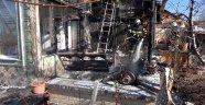 Evi yanan yaşlı kadın gözyaşlarını tutamadı