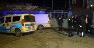 Evlerinin önünde baba oğula silahlı saldırı: 1 ölü, 1 yaralı