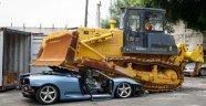 Filipinler'de ele geçirilen kaçak Ferrari imha edildi