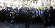 Fransa'da kaçak göçmenlerden protesto