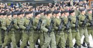 Kosovalıların göğsünü kabartan resmi geçit