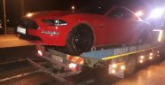 Lüks otomobil karşı şeride geçti: 2 yaralı
