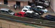 Mersin'de sel suları araçları sürükledi