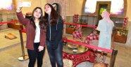 Müzede selfie gününe gençlerden yoğun ilgi