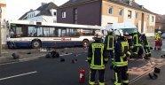 Okul servisi duvara çarptı: 22 yaralı