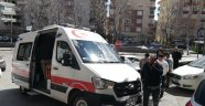 Önce servisle çarpıştı ardından kaldırımdaki vatandaşı yaraladı