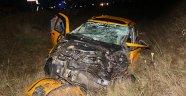 Ticari taksi ile kamyon çarpıştı: 2 ölü 3 yaralı