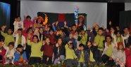 Tiyatro gösterimine çocuklardan büyük ilgi