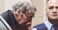 Vatikan cinsel tacizden suçlanan Kardinali koruyamadı