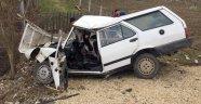 Yoldan çıkan otomobil şarampole devrildi: 4 yaralı