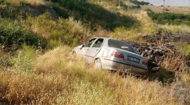 Takla atan araçtaki 4 kişi  yaralandı