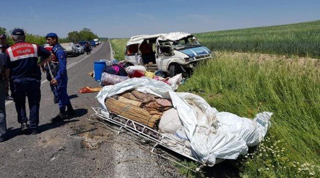 Tarım işçilerini taşıyan minibüs takla attı: 1 ölü 7 yaralı