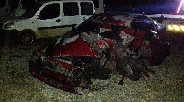 Tırın altına giren otomobilin sürücüsü hayatını kaybetti