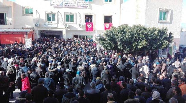 Tunus'ta 700 bin memur greve gitti