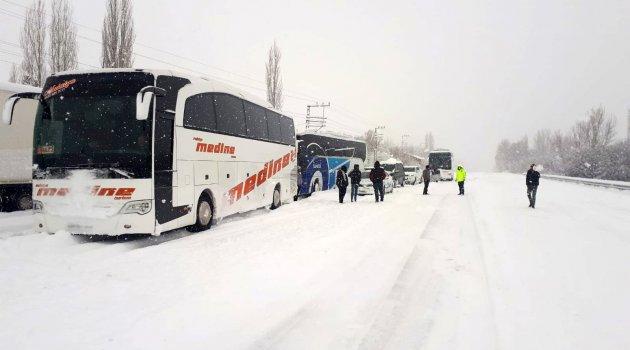 Uçuşlar iptal edildi yollar kapandı