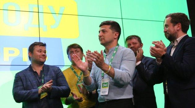 Ukrayna'da genel seçimi de Zelenskiy kazandı