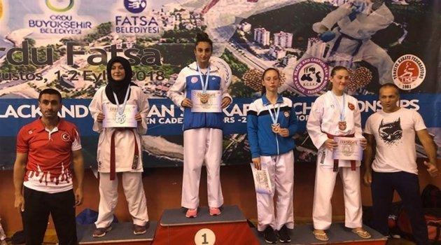 Uygur'dan altın madalya