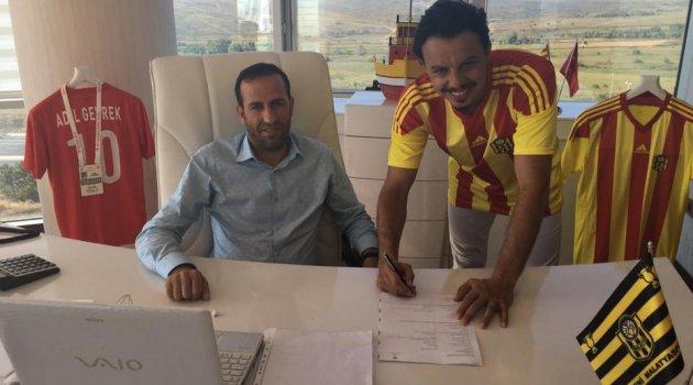 Yeni Malatyaspor'da Ahmet Burak Solakel imzaladı