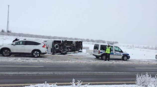 Yolcu otobüsü devrildi: 8 yaralı