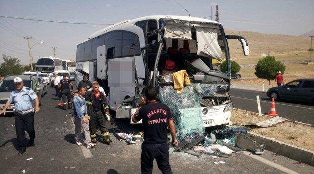 Yolcu otobüsü TIR'a arkadan çarptı: 3 yaralı