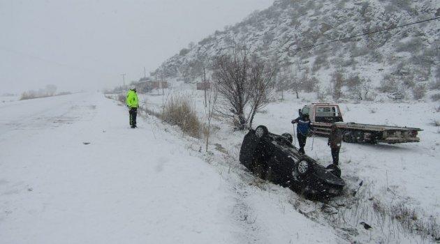 Yolda kayan araç takla attı: 6 yaralı