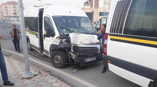 Zincirleme trafik kazası: 32 yaralı