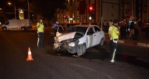 Sivil ekip aracı kaza yaptı 1 polis yaralı