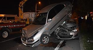 Feci kazada 6 araç birbirine girdi!
