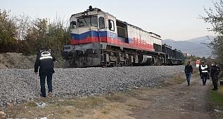 Trenin çarptığı kadın öldü!