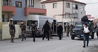 Aranan şüpheli polise ateşle karşılık verdi