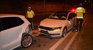 İki otomobil çarpıştı: 3 yaralı!
