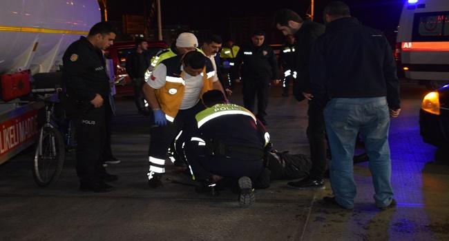 Kadın sürücü yayaya çarptı: 1 ağır yaralı