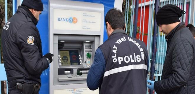 ATM'ye takılan tuzağı vatandaş fark etti
