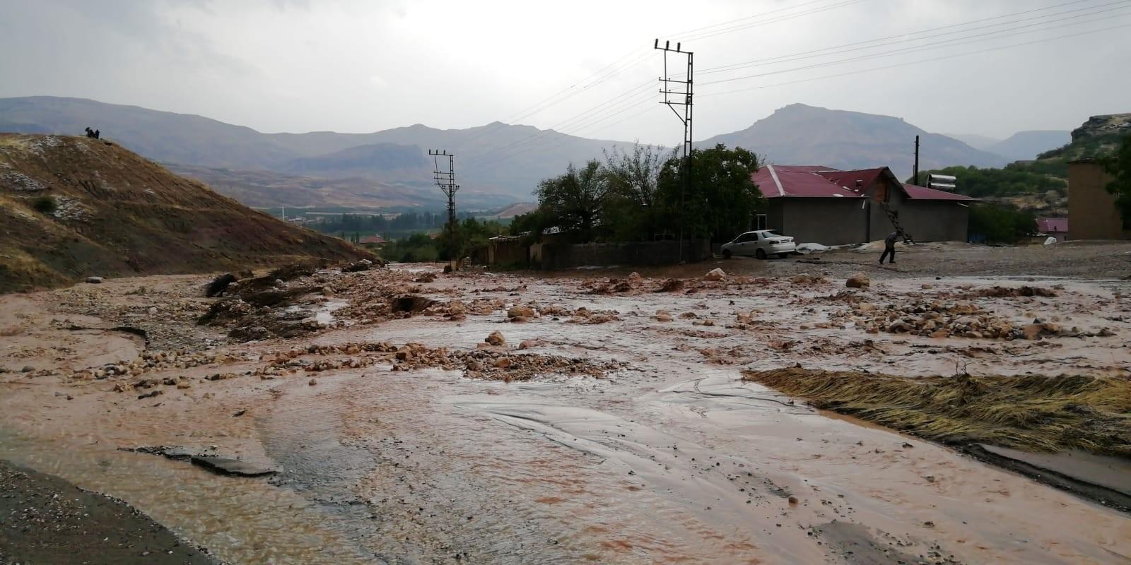 Malatya'da sağanak yağış sele neden oldu