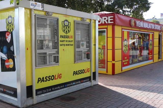 Eski Belediye Meydanı'na Passolig gişeleri kuruldu