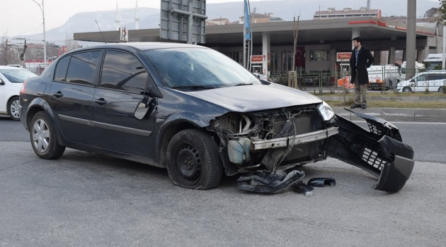 Otomobil motosiklet ile çarpıştı: 2 yaralı